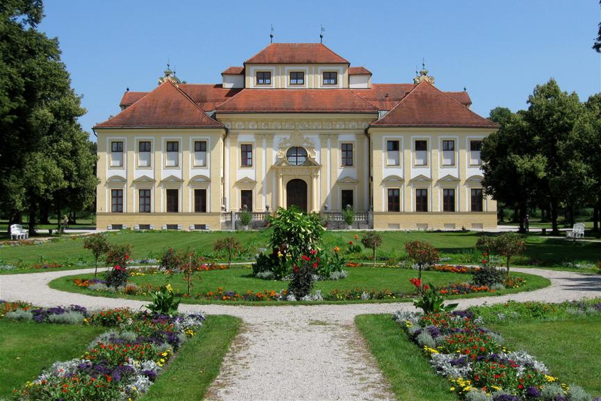 Schloss_Schleissheim_Lustheim_Gartenseite-864x576